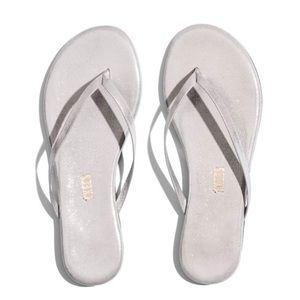 New NwT Tkees Silver Sparkle Sandals Shoes